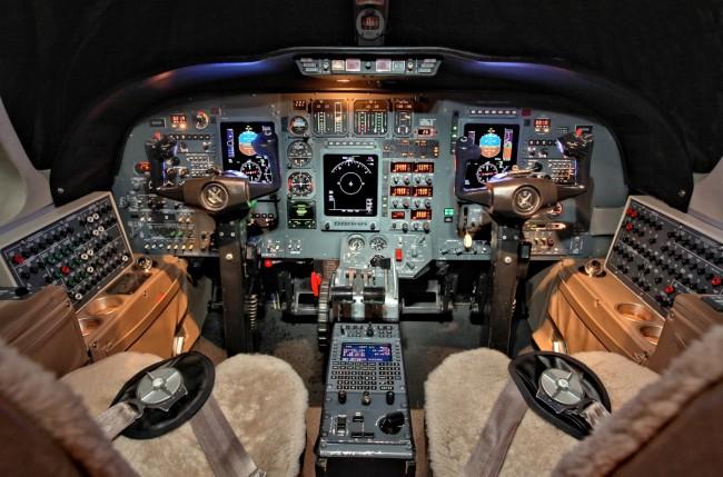Cit Ultra sn354 - Cockpit 136e