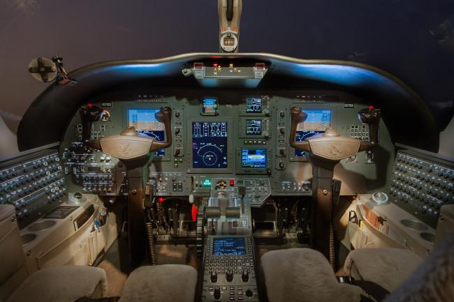 525A-0506 Cockpit